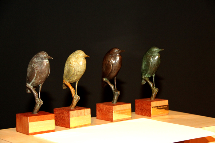 Estatuillas de los Premios Francisco Bernis.