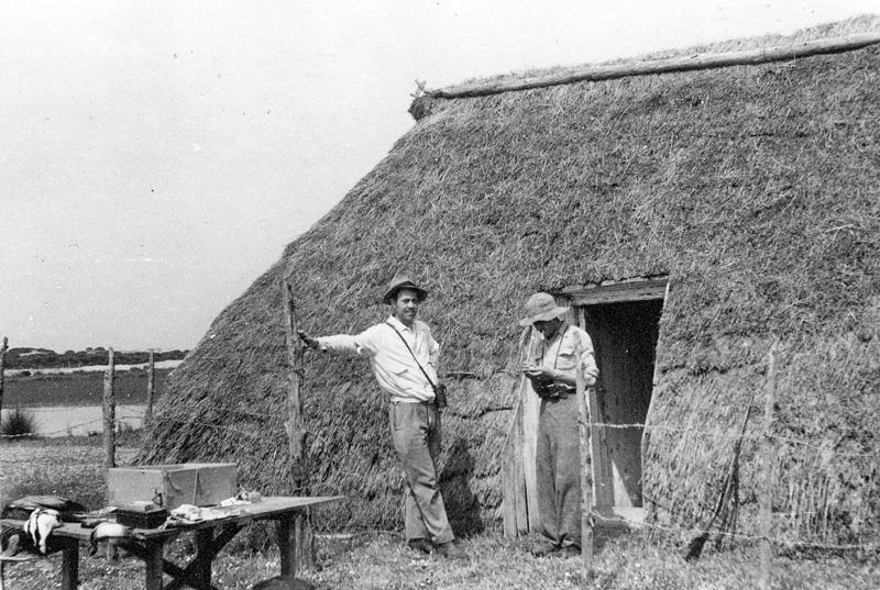 Francisco Bernis y Tono Valverde en Doñana.