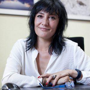 Asunción Ruiz, una mujer de mediana edad en su puesto de trabajo.