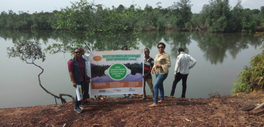 project_coordinator_with_a_few_team_members_in_iboso_ibioho_etuk_akpan_community_mangrove_site._phot_credit_enobong_bassey_1